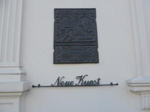 Hausschmuck_Kunststadt_Muelheim_Strasse_der_Millionaere_Foto_by_Ivo_Franz