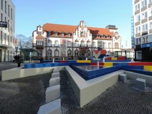 AUGUST-MACKE-AUSSTELLUNG_IM_KMADRIDAP_mit_Otto-Herbert-Hajek-Brunnen_in_der_Kunststadt_Muelheim_an_der_Ruhr_Foto_by_Ivo_Franz