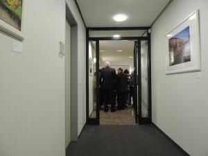 Ungewoehnliche_Galerie_auf_den_Fluren_im_Verwaltungsgebaeude_der_medl_dem_Energieversorger_in_Muelheim_an_der_Ruhr_Foto_By_Ivo_Franz