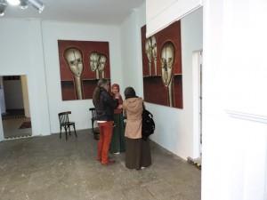 Juergen_Heinrich_Block_mit_Besuchern_der_Ausstellung_NI-HAO-TAIWAN_Foto_by_Ivo_Franz