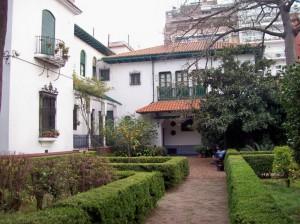 Jardin_Andaluz_des_Museums_Enrique_Larreta_Buenos_Aires_Museumsgebaeude