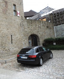 Kunststadt_Muelheim_Eingang_zum_Schloss-Broich_Foto_by_Ivo_Franz