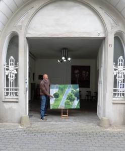 Vor_dem_Kunsthaus_Aliv_Franz-Visual-Artist_mit_UPCYCLING-ART-Kunst-aus-Abfall