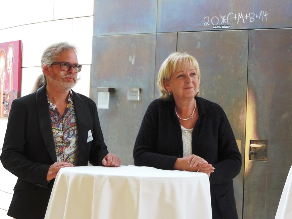 Ministerpräsidentin Hannelore Kraft eröffnet die Erdwächterausstellung von Jürgen Heinrich Block im Landtag