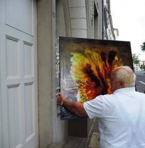 Vor dem Portal der Ruhr Gallery: Manfred Dahmen mit einem seiner Werke