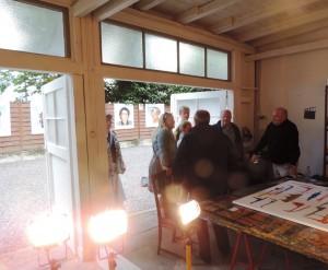 Besucher_bei_der_Eroeffnung_des_Muelheimer_Ateliers_von_Manfred_Dahmen_Foto_Ivo_Franz