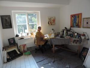 Gluecksmomente_Brigitte_zipp_in_ihrem_Atelier_im_Hofzimmer_der_Galerie-an-der-Ruhr_in_der_Kunststadt_Muelheim_Foto_Ivo_Franz