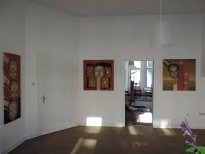 Werke_von_Juergen_Heinrich_Block_in_der_Ausstellung_MIGRINT-2014_in_der_Belle_Etage_der_Galerie-an-der-Ruhr_in_der_Kunststadt_Muelheim_Foto_Ivo_Franz