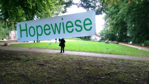 Titel_HOPEWIESE_von_Joachim_Poths_in_der_Ausstellung_AnDerGRENZE_Foto_Ivo_Franz