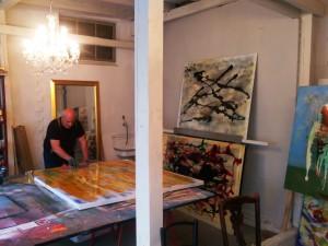 Manfred_Dahmen_in_seinem_Atelier_im_KUNSTHAUS-MUELHEIM-RUHRSTR.3_Foto_Ivo_Franz