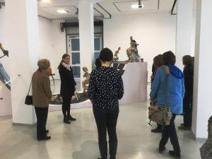 Marion Eisele, Projektleiterin KAI10 führte durch die Ausstellung