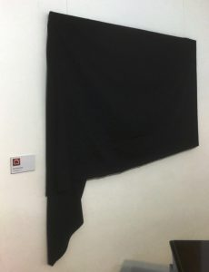 Verhülltes Kunstwerk von Bernd Pirschtat in der Galerie an der Ruhr