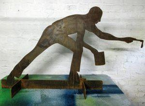 """Skulptur """"FROZEN ACTION"""" , Stahl von Klaus Wiesel"""