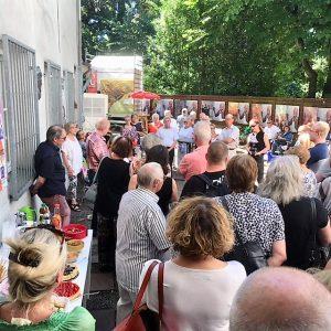 Eröffnung durch die erste Bürgermeisterin der Stadt Mülheim an der Ruhr vor zahlreichen Kunstinteressierten im Kulturpalais Mülheim Ruhranlage